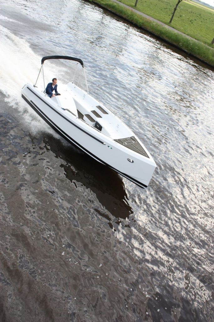 Bronson 25 in Charcoal with white caulking