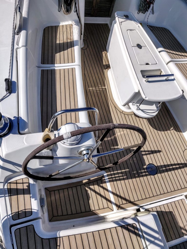 Beneteau Oceanis 40 with a Flexiteek 2G deck in Faded with black caulking