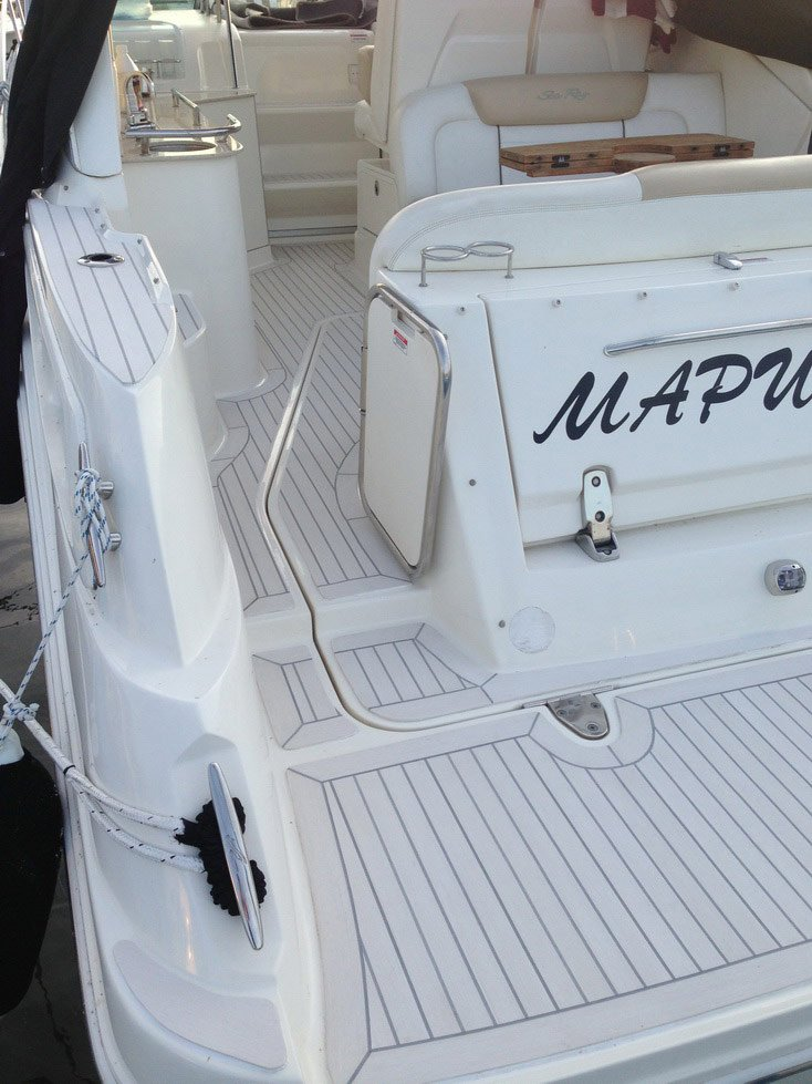 Sea Ray 335 with a Flexiteek 2G deck in Off-White with grey caulking.